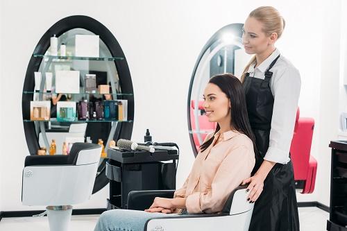 un coiffeur à Nice